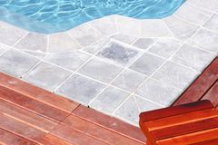 Door de pool Stock Afbeelding