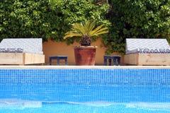 Door de pool royalty-vrije stock afbeelding