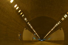 Door de Tunnel Royalty-vrije Stock Afbeelding