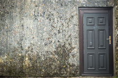 Door on grungy wall Royalty Free Stock Images