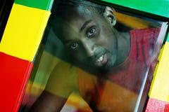 Door het venster - reggaekleuren Royalty-vrije Stock Fotografie