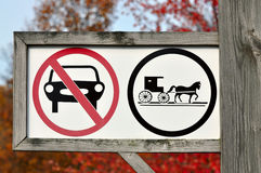 Door paarden getrokken slechts voertuigenteken Stock Afbeeldingen
