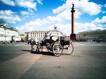 Door paarden getrokken vervoer, Paleisvierkant royalty-vrije stock fotografie