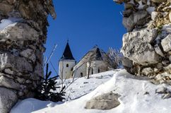 Door ruïnemening over St. Ursula kerk Royalty-vrije Stock Foto
