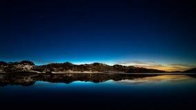 Door sterren verlichte hemel. royalty-vrije stock fotografie