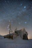 Door sterren verlichte hemel in Reuzebergen/Karkonosze Stock Foto's