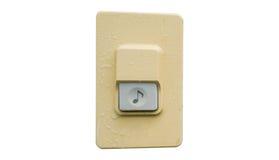 doorbell ή σειρήνα στον άσπρο τοίχο, πορεία ψαλιδίσματος στοκ εικόνα