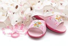 Doorboor de schoenen van het kind Stock Fotografie