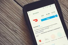 DoorDash app σε ένα κινητό τηλέφωνο στοκ εικόνα με δικαίωμα ελεύθερης χρήσης