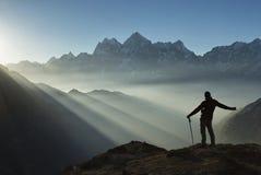 Doordrongen door het licht Nepal, Himalayagebergte Stock Afbeeldingen