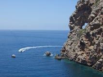 Doordrongen rots in Sa Foradada, Majorca stock foto's