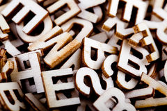Dooreengegooide houten brieven dicht omhoog Royalty-vrije Stock Fotografie