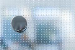Doorknob na szklanym drzwi z wzorem fotografia stock
