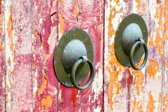 Doorknock oriental velho resistido imagem de stock