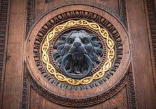 Doorknocker con la testa del leone Fotografia Stock Libera da Diritti