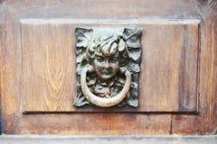 Doorlock na drewnianym drzwi, pojęcie, zakończenie up zdjęcia stock