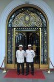 Doormen en el hotel majestuoso Ho Chi Minh City Vietnam Imágenes de archivo libres de regalías