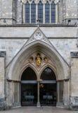 The Doors de cathédrale de Chichester photographie stock