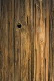 Doorstaan hout van oude schuurmuur Stock Foto's