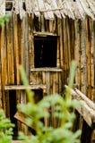Doorstaan houten venster van de oude mijn van Colorado stock foto's
