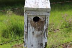 Doorstaan Vogelhuis Royalty-vrije Stock Afbeelding