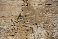 Doorstane bakstenen muur Stock Fotografie