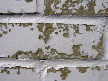 Doorstane Bakstenen muur met Schilverf Royalty-vrije Stock Afbeeldingen