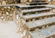 Doorstane concrete treden met vorm, langzaam verdwenen verf , het afbrokkelen Royalty-vrije Stock Afbeeldingen