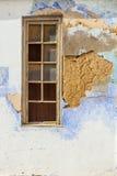 Doorstane gepleisterde muur royalty-vrije stock afbeeldingen