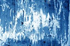 Doorstane geschilderde metaalmuur in marineblauwe kleur Stock Fotografie