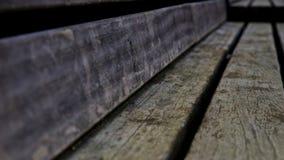 Doorstane houten bank Stock Afbeelding