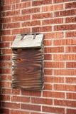 Doorstane houten brievenbus Stock Fotografie
