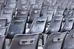 Doorstane plastic stoelen Royalty-vrije Stock Afbeelding