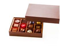 Doos chocolade met drijvend deksel stock afbeelding