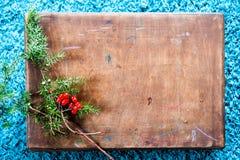 Doos en spar op houten achtergrond Hoogste mening met exemplaarruimte Royalty-vrije Stock Afbeelding
