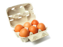 Doos met eieren op wit Stock Fotografie