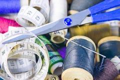 Doos met het naaien het behoren Stock Fotografie