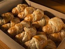 Doos van croissants Stock Afbeeldingen