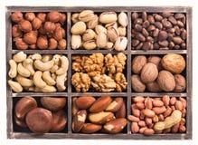 Doos van noten royalty-vrije stock afbeeldingen