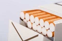 Doos van sigaretten royalty-vrije stock afbeeldingen