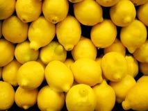 Doos van verse citroenen Stock Foto