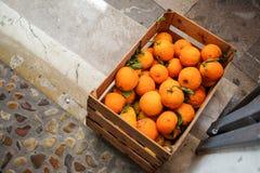 Doos van verse sinaasappelen Stock Afbeelding