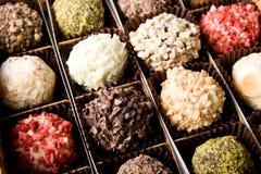 Doos verschillende luxe met de hand gemaakte chocolade Royalty-vrije Stock Foto's