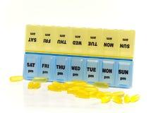 Doos voor opslag van drugs, met inschrijvingen op dagen van de week stock fotografie