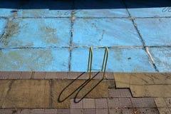 Dopłynięcie zaniechany basen fotografia royalty free