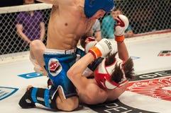 Dopasowania dwa MMA wojownicy Fotografia Stock