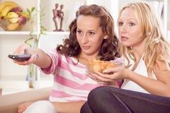 dopatrywanie domowe telewizyjne kobiety Zdjęcia Royalty Free