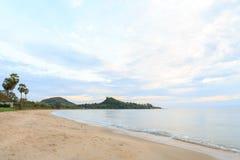 Dopo alba alla spiaggia di Baangrood in Tailandia Fotografia Stock Libera da Diritti