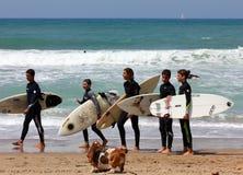 Dopo avere praticato il surfing Fotografia Stock