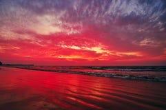 Dopo il tramonto sulla baia del Bengala, Chaung Tha, Myanmar fotografie stock